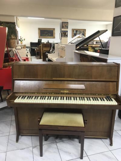 Pianino Petrof v dobrém stavu.