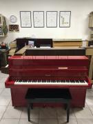 Červené pianino Hellas v záruce.