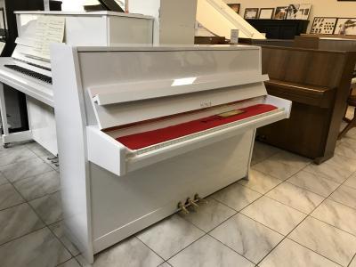 Bílé pianino Petrof s Renner mechanikou, záruka 2 roky.