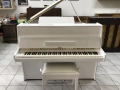 Bílé pianino Rösler se zárukou, doprava zdarma, v ceně židle.