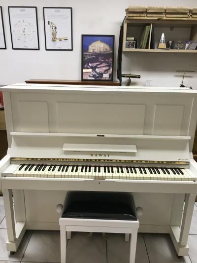 Bílý klavír Kawai model K35 made inJapan