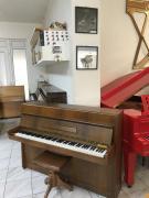 Menší pianino Petrof se zárukou.