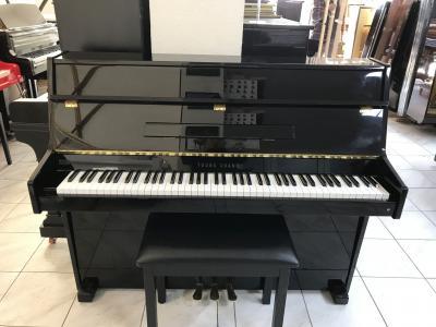 Černé pianino Young Chang