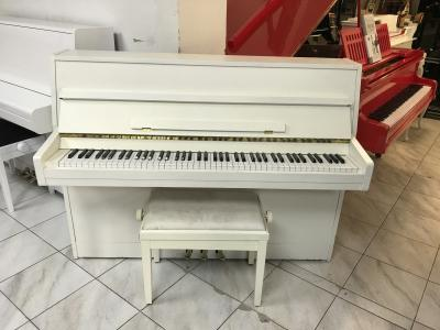 Bílé pianino Rippen se zárukou.