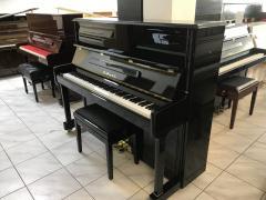 Černé pianino model UP-123B