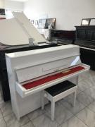 Bílé pianino Petrof se zárukou