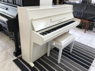 Bílý pianino Weinbach - Petrof sžidlí, první ladění vceně.