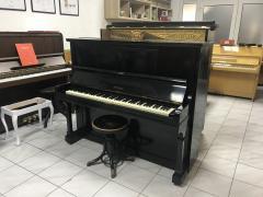 Pianino Petrof F 130 v dobrém stavu, rok výroby 1932.