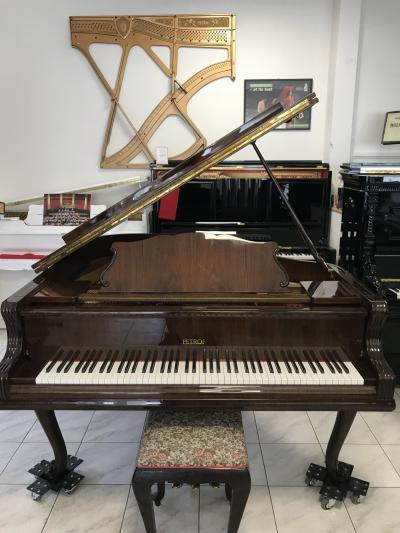 Klavír PETROF P 173 Breeze Chippendale.