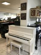 Bílé pianino Steinbach ve velmi dobrém stavu.