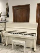 Bílé pianino SAMMICK s židlí, rok výroby 1991, v záruce.