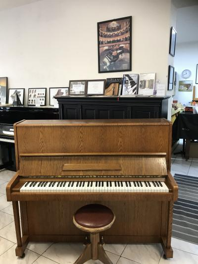 Pianino Petrof126 Concertino sezárukou
