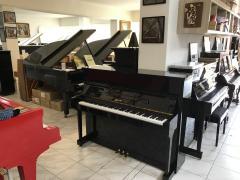 Zánovní pianino Ritmüller sezárukou 5 let.