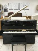 Pianino HOHNER vevelmi dobrém stavu.