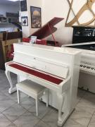 Bílé pianino Petrof model Rococo.