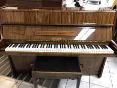 Pianino Petrof model 105 sezárukou, včetně klavírní židle a dopravy