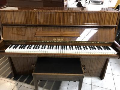 Pianino Petrof model 105