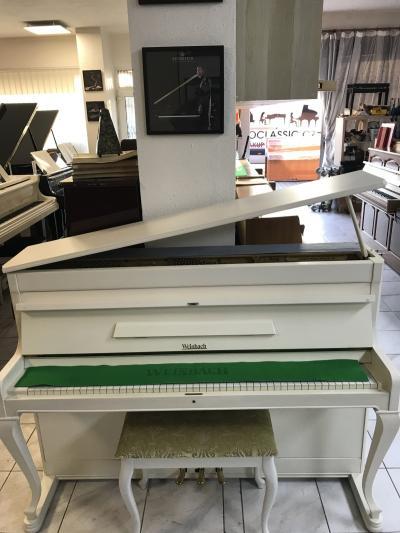 Bílé pianino Weinbach se zárukou, doprava zdarma.