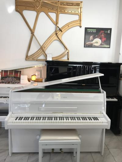 Steinway & Sons (Hamburg production).