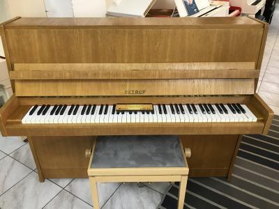 Pianino Petrof 112 International