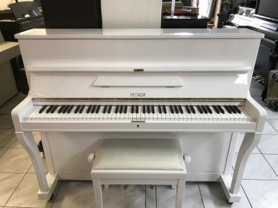 Bilé pianino Petrof po opravě, sezárukou 2 roky, doprava zdarma