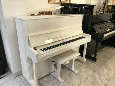 Pianino STEINBACH s novou  klavírní stoličkou.