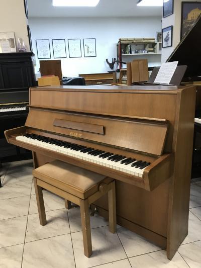 Menší pianino Petrof