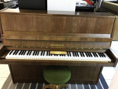Pianino Weinbach - Petrof poprvním majiteli, sezárukou 2roky