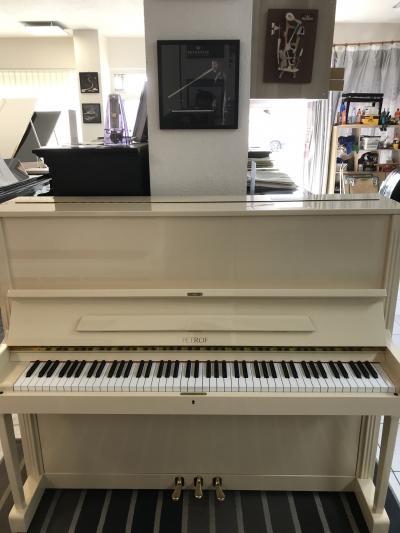 Zánovní pianino 125G1 poprvním majiteli, rok výroby 2005
