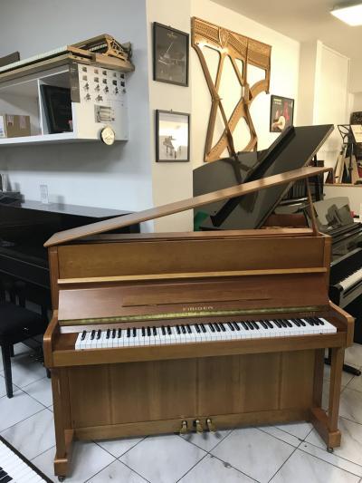 Pianino Fibiger v záruce + dárek klasik kytara set 4.4.