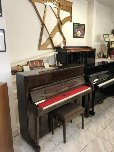 Pianino PETROF, první majitel sezárukou 3 roky, doprava zdarma.